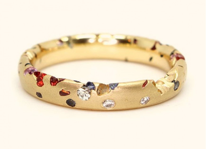 secrets for buying a woman jewelry on Valentine's Day